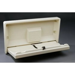 HORIZONTAL BABY CHANGING TABLE